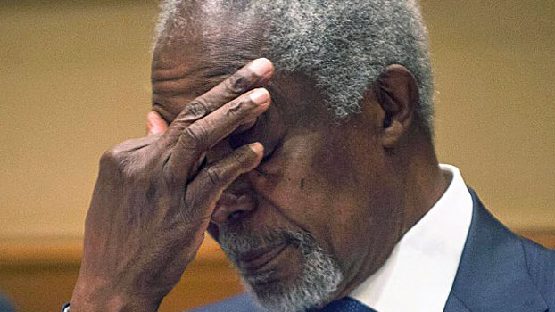 Former UN secretary-general Kofi Annan, head of an advisory commission on western Myanmar's Rakhine state, gestures during a press conference in Yangon, Dec. 6, 2016.
