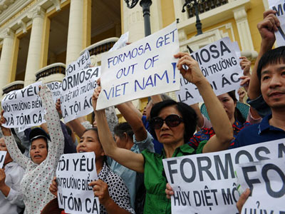 Vietnamese protesters demonstrate against Taiwanese conglomerate Formosa during a rally in downtown Hanoi, May 1, 2016.